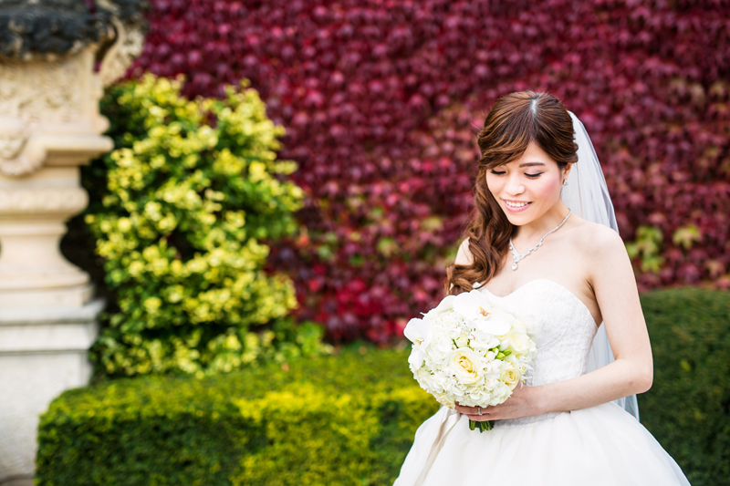 wedding photography of a bride with nice neck line and relaxed shoulders